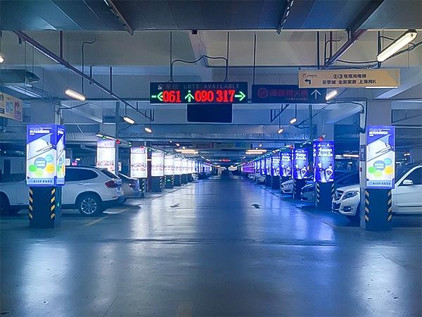 苏州宝龙地下停车场立柱软膜灯箱